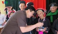 VOV remet des cadeaux à des mères vietnamiennes héroïques