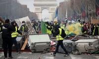 « Gilets jaunes » : Edouard Philippe annonce une réorganisation du maintien de l'ordre