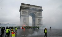 Gilets jaunes: Emmanuel Macron appelle l'armée en renfort pour assurer la sécurité