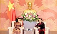 Nguyên Thi Kim Ngân reçoit Khuon Sudary