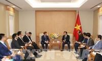 Le vice-PM Trinh Dinh Dung reçoit le PDG de Macquarie Capital