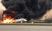 Russie: 41 morts dans le crash d'un avion qui s'embrase à l'atterrissage
