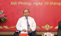 Le Premier ministre rencontre les dirigeants de la ville portuaire de Hai Phong