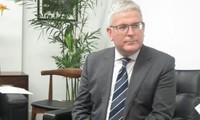 L'ambassadeur d'Australie décoré de l'Ordre de l'amitié