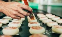Le métier de confection du «banh pia» à Soc Trang
