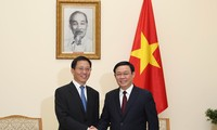 Vuong Dinh Huê reçoit un dirigeant de la province chinoise du Yunnan