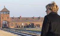 Angela Merkel se rend à Auschwitz pour la première fois