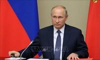 Vladimir Poutine remet en question les prochaines étapes de Donald Trump au milieu des manifestations