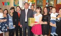 Ông Lê Hồng Anh thăm cộng đồng người Việt tại Azerbaijan