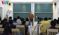 Giáo sư Ngô Bảo Châu chia sẻ kinh nghiệm học toán với học sinh giỏi tỉnh Quảng Ninh