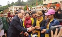 Chủ tịch Ủy ban Trung ương MTTQ Việt Nam Nguyễn Thiện Nhân thăm, tặng quà Tết tại Sơn La