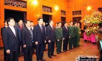 Phó Thủ tướng Vương Đình Huệ dâng hương tưởng nhớ Chủ tịch Hồ Chí Minh