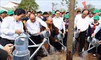 Thủ tướng Nguyễn Xuân Phúc: Mỗi gia đình hãy trồng một cây xanh