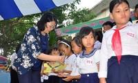 Tết Trung thu đến với các trẻ em nghèo trên cả nước