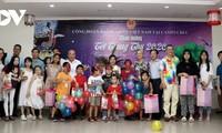 Trẻ em Việt Nam tại Campuchia rộn rã đón Tết Trung thu