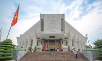 Trao tặng Bảo tàng Hồ Chí Minh hai ấn phẩm tiếng Italy về Chủ tịch Hồ Chí Minh