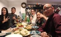 Người Việt đón năm mới ở Đức: Được ăn bữa cơm với con ngày Tết là hạnh phúc rồi