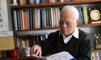 Giáo sư Phong Lê: Sách và văn hóa đọc nuôi dưỡng lòng nhân của con người