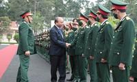 Chủ tịch nước Nguyễn Xuân Phúc tiếp xúc cử tri Sư đoàn 9 (Quân đoàn 4)