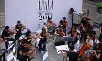 การแสดงคอนเสิร์ตบนถนนในกรุงฮานอย