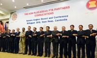 อาเซียนและ 6 ประเทศคู่เจรจาเห็นพ้องกันว่า จะเริ่มจัดการเจรจาหุ้นส่วนเศรษฐกิจในทุกด้านในภูมิภาค