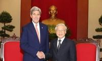 เลขาธิการใหญ่พรรคคอมมิวนิสต์เวียดนามให้การต้อนรับรัฐมนตรีการต่างประเทศสหรัฐ