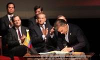 รัฐบาลโคลอมเบียและกลุ่ม FARC ลงนามในข้อตกลงสันติภาพฉบับแก้ไข
