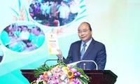นายกรัฐมนตรีเหงวียนซวนฟุกเข้าร่วมการประชุมสรุป 10ปีการสร้างสรรค์ชนบทใหม่ของกรุงฮานอย