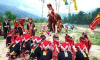 กิจกรรมสัมผัสกับสีสันวัฒนธรรมชนเผ่าเย้าดึงดูดความสนใจจากประชาชนและนักท่องเที่ยวจำนวนมาก