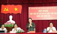 ประธานสภาแห่งชาติเหงวียนถิกิมเงินพบปะกับผู้มีสิทธิ์เลือกตั้งในตำบลฟองเดี่ยน นครเกิ่นเทอ