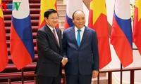 นายกรัฐมนตรีลาวเข้าร่วมการประชุมครั้งที่ 42 คณะกรรมการร่วมรัฐบาลเวียดนาม-ลาว ณ กรุงฮานอย