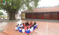 ไปชมการร้องเพลงทำนองกาจู่ในหมู่บ้านดงมน เมืองท่าไฮฟองในยามวสันต์