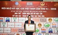บริษัท Biendong POC ทำสถิติของเวียดนามด้านการจัดพิธีเคารพธงชาติบนแท่นขุดเจาะน้ำมันไกลแผ่นดินใหญ่ที่สุด