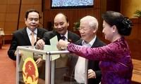 ที่ประชุมสภาแห่งชาติอนุมัติให้นายกรัฐมนตรีเหงวียนซวนฟุกพ้นจากตำแหน่งตามวาระ