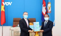 เวียดนามและกัมพูชาสามัคคีกันเพื่อควบคุมการแพร่ระบาดของโรคโควิด-19