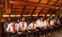 จุดประกายความรักวัฒนธรรมให้แก่นักเรียนชาวเอเดในโรงเรียนมัธยมตอนต้น Y Ngông Niê Kđăm ในจังหวัดดั๊กลั๊ก