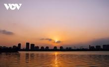 Hanoi Sangat Indah saat Waktu Senja ketika Dipandangi dari Danau Barat