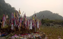 Grave visiting tradition of Dao ethnic people