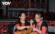 Kreis Van Ho in Son La bewahrt den Beruf der Trachtenherstellung der Mong