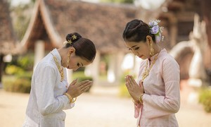 Laos' greetings, etiquette customs