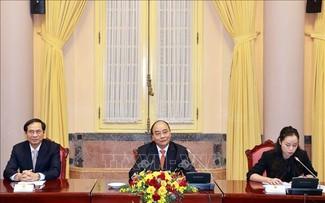 El jefe de Estado de Vietnam recibe a representantes diplomáticos de la Asean