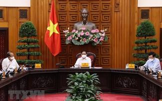 Reunión ordinaria del Gobierno vietnamita sobre el trabajo anticovid-19