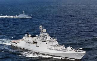 Buques de guerra indios se dirigen al Mar del Este