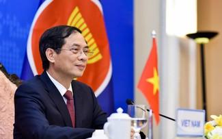 Canciller vietnamita destaca el papel central de la Asean en la promoción del desarrollo regional