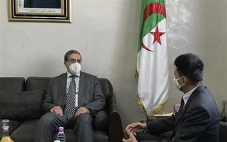 Vietnam busca reforzar la asociación económica y comercial con localidad argelina