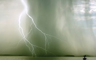 MailOnline Travel segment features photo of lightning storm in Ha Long Bay