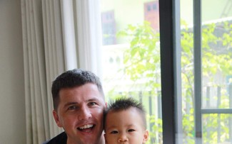 Irish single dad's special bond with Vietnamese baby with cleft lip