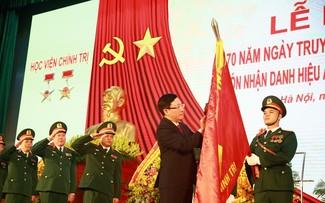 越南国防部政治学院荣获革新时期人民武装力量英雄称号