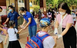 Les enfants vietnamiens vont-ils à l'école ou suivent-ils toujours les cours en ligne?