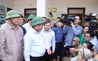 Premier vietnamita pide ayudar con máxima responsabilidad a los pobladores afectados por inundaciones